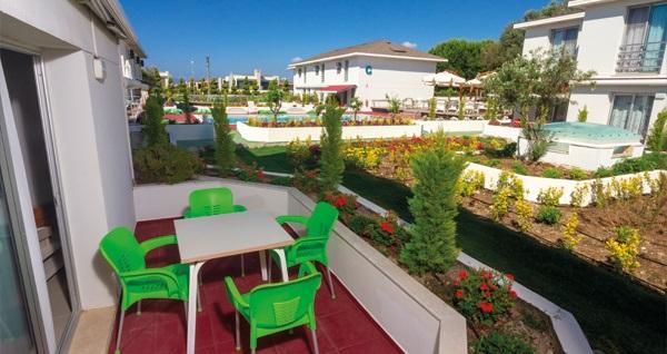Çeşme Vela Garden Resort'ta çift kişilik 1 gece konaklama seçenekleri 299 TL'den başlayan fiyatlarla! Fırsatın geçerlilik tarihi için DETAYLAR bölümünü inceleyiniz.