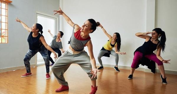 Beyoğlu Pera Akademi Stüdyo'da 1 aylık zumba, salsa, bachata, hiphop dans kursları 39 TL'den başlayan fiyatlarla! Fırsatın geçerlilik tarihi için DETAYLAR bölümünü inceleyiniz.