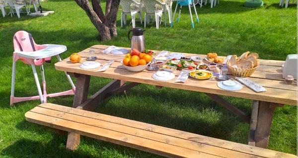 Eski Foça Mutlu-Look Kahvaltı Bahçesi'nde enfes lezzetlerle dolu serpme kahvaltı kişi başı 24,90 TL'den başlayan fiyatlarla! Fırsatın geçerlilik tarihi için DETAYLAR bölümünü inceleyiniz.
