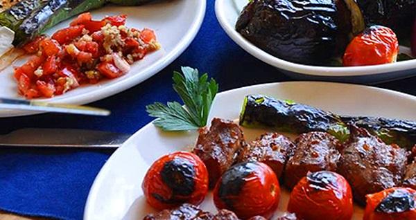 Lezzetin durağı Köşebaşı'nın Koşuyolu şubesinde iftar menüsü 79 TL! Bu fırsat 6 Mayıs - 3 Haziran 2019 tarihleri arasında, iftar saatinde geçerlidir.