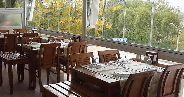 Mogan Gölü'nün eşsiz manzarasına nazır Bitez Yalısı Restaurant'ta canlı müzik eşliğinde enfes akşam yemeği 65 TL yerine 39,90 TL! Fırsatın geçerlilik tarihi için, DETAYLAR bölümünü inceleyiniz.
