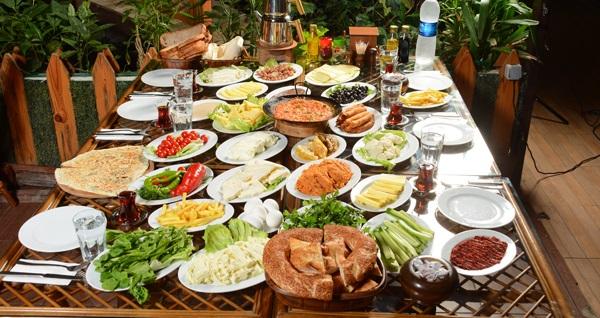 Madalyalı Restaurant'ta zengin içeriklerle dolu serpme kahvaltı menüsü 29,90 TL! Fırsatın geçerlilik tarihi için DETAYLAR bölümünü inceleyiniz.