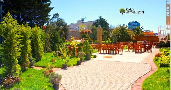 Yenibosna Kadak Garden Hotel'de zengin içeriklerle dolu iftar menüsü 89 TL! Bu fırsat 6 Mayıs - 3 Haziran 2019 tarihleri arasında, iftar saatinde geçerlidir.