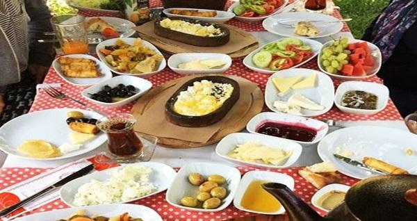 Beykoz Cumhuriyet Garden'da yeşillikler arasında sınırsız çay eşliğinde serpme kahvaltı keyfi 35 TL! Fırsatın geçerlilik tarihi için DETAYLAR bölümünü inceleyiniz.