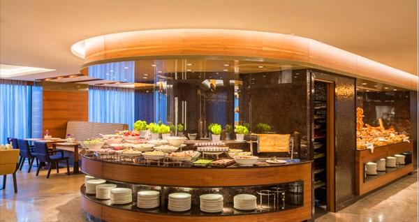 Golden Tulip Bayrampaşa Hotel'de neyzen ve kanun eşliğinde açık büfe iftar menüsü 85 TL! Bu fırsat 6 Mayıs - 3 Haziran 2019 tarihleri arasında, iftar saatinde geçerlidir.
