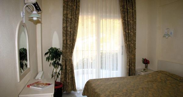 Bayramda da geçerli Marmaris Life Apart Hotel'de apart odalarda çift kişilik 1 gece konaklama 279 TL'den başlayan fiyatlarla! Fırsatın geçerlilik tarihi için, DETAYLAR bölümünü inceleyiniz.