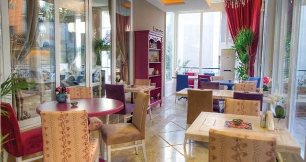 Ataşehir Elegance Asia Hotel'de jakuzili odalarda kahvaltı dahil çift kişilik 1 gece konaklama 189 TL! Fırsatın geçerlilik tarihi için, DETAYLAR bölümünü inceleyiniz.