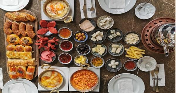 Çankaya Papillon Lounge'ta enfes çeşitleriyle yöresel serpme kahvaltı menüsü kişi başı 50 TL yerine 25 TL! Fırsatın geçerlilik tarihi için DETAYLAR bölümünü inceleyiniz.