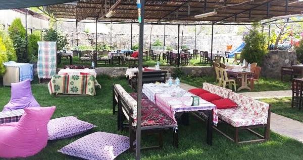 Çiçekli Köy Yeni Asmalı'da doğanın eşsiz huzuru eşliğinde ızgara tavuk ve köfte menüsü 24,90 TL! Fırsatın geçerlilik tarihi için, DETAYLAR bölümünü inceleyiniz.