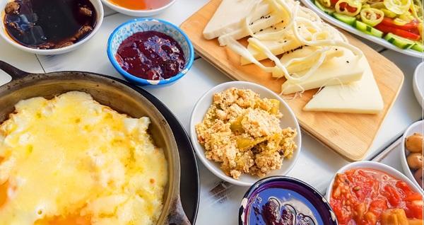 Erbabı Garden Tesisleri'nde zengin içeriklerle dolu kahvaltı menüleri 25 TL'den başlayan fiyatlarla! Fırsatın geçerlilik tarihi için DETAYLAR bölümünü inceleyiniz.