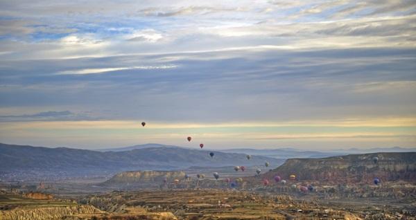 """Kapadokya'nın eşsiz güzelliklerini havadan görme imkanı bulacağınız 1 saatlik """"Kapadokya Balon Turu"""" 699 TL! Fırsatın geçerlilik tarihi için DETAYLAR bölümünü inceleyiniz."""