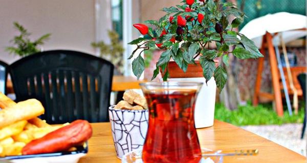 Bu Bahçe Beylerbeyi'nde sınırsız çay eşliğinde Derli Toplu Kahvaltı menüsü kişi başı 29,90 TL! Fırsatın geçerlilik tarihi için DETAYLAR bölümünü inceleyiniz.
