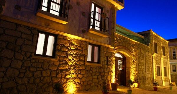 Alaçatı Akşam Sefası Butik Hotel'de çift kişilik 1 gece konaklama 159 TL'den başlayan fiyatlarla! Fırsatın geçerlilik tarihi için DETAYLAR bölümünü inceleyiniz.