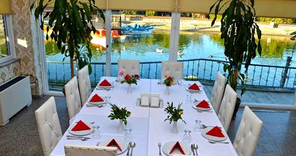 Dudullu Ziya Şark Sofrası'nda zengin içerikli iftar menüsü 79,90 TL! Bu fırsat 6 Mayıs - 3 Haziran 2019 tarihleri arasında, iftar saatinde geçerlidir.