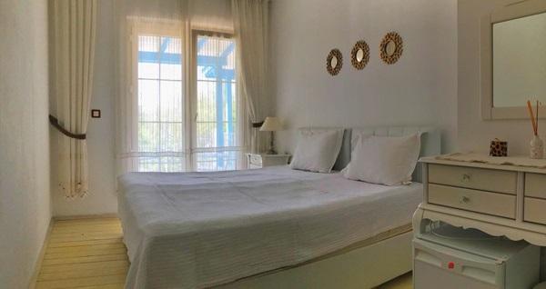 Alaçatı Cielo Butik Hotel'de çift kişilik 1 gece konaklama 199 TL'den başlayan fiyatlarla! Fırsatın geçerlilik tarihi için, DETAYLAR bölümünü inceleyiniz.