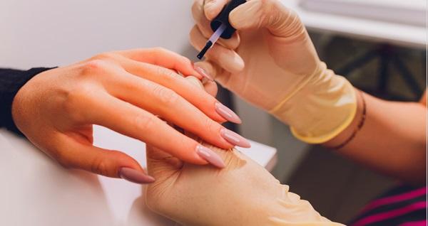Nişantaşı Su Aydın Beauty Center'da protez tırnak, kalıcı oje uygulamaları 40 TL'den başlayan fiyatlarla! Fırsatın geçerlilik tarihi için DETAYLAR bölümünü inceleyiniz.