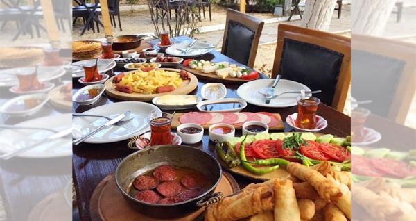 Denize yürüme mesafesindeki Selimpaşa Kaplan Apart Pansiyon'da kahvaltı dahil 1 gece konaklama seçenekleri 80 TL'den başlayan fiyatlarla! Fırsatın geçerlilik tarihi için, DETAYLAR bölümünü inceleyiniz.