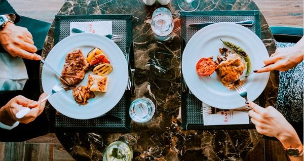 Ramada by Wyndham Istanbul Golden Horn Hotel Golden Roof'ta Haliç manzarası eşliğinde yerli içecekli akşam yemeği menüsü (kişi başı) 185 TL'den başlayan fiyatlarla! Fırsatın geçerlilik tarihi için DETAYLAR bölümünü inceleyiniz.