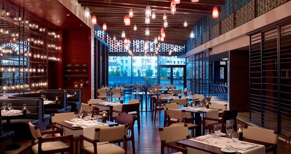 Lezzet durağı Le Méridien Istanbul Etiler'de muhteşem lezzetlerden oluşan açık büfe iftar menüsü 109 TL! Bu fırsat 6 Mayıs - 3 Haziran 2019 tarihleri arasında, iftar saatinde geçerlidir.