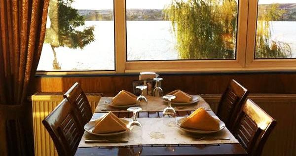 Gölbaşı Bitez Yalısı Restaurant'ta sınırsız çay eşliğinde serpme köy kahvaltısı 35 TL yerine 24,90 TL! Fırsatın geçerlilik tarihi için, DETAYLAR bölümünü inceleyiniz.