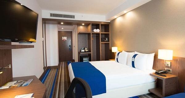 Şeker Bayramı'nda da geçerli Halkalı Holiday Inn Express İstanbul Airport'ta çift kişilik 1 gece konaklama 310 TL yerine 179 TL! Fırsatın geçerlilik tarihi için DETAYLAR bölümünü inceleyiniz.
