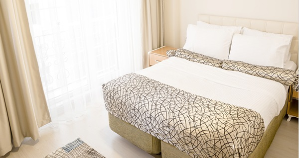 Eskişehir The Corner Inn Hotels By Suit'te şehrin tam merkezinde tek veya çift kişilik 1 gece konaklama seçenekleri 120 TL'den başlayan fiyatlarla! Fırsatın geçerlilik tarihi için DETAYLAR bölümünü inceleyiniz.