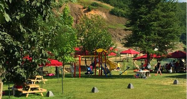 Polonezköy Nehir Park'ta yeşillikler içinde zengin içeriğiyle iftar menüsü 59,90 TL! Bu fırsat 6 Mayıs - 3 Haziran 2019 tarihleri arasında, iftar saatinde geçerlidir.