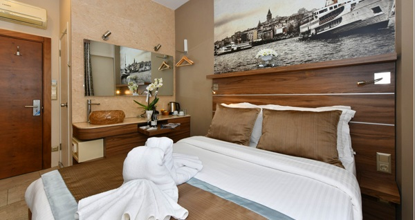 Asmalı Mescit The Pera Hotel'de çift kişilik 1 gece konaklama seçenekleri 199 TL'den başlayan fiyatlarla! Fırsatın geçerlilik tarihi için DETAYLAR bölümünü inceleyiniz.