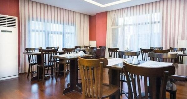Şişli Fatih Corner Hotel'de kahvaltı dahil çift kişilik 1 gece konaklama seçenekleri 179 TL'den başlayan fiyatlarla! Fırsatın geçerlilik tarihi için DETAYLAR bölümünü inceleyiniz.