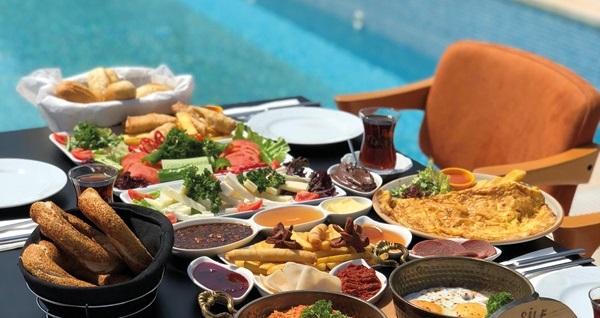 Şile Uçar Royal Hotel'de 1 kişilik havuz girişi ve Havuz Cafe'de geçerli yiyecek-içecek kuponu 50 TL'den başlayan fiyatlarla! Fırsatın geçerlilik tarihi için DETAYLAR bölümünü inceleyiniz.