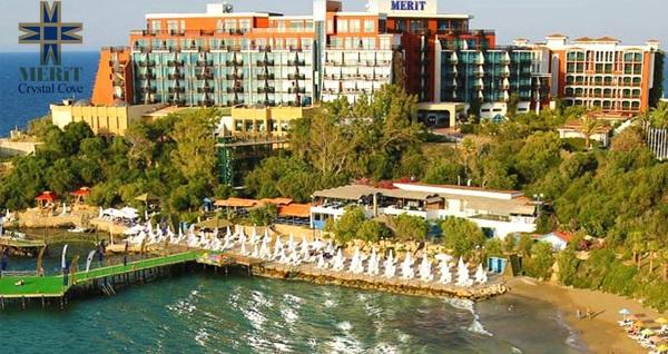Merit Crystal Cove Hotel'de ULTRA HER ŞEY DAHİL uçaklı konaklama paketleri kişi başı 2.499 TL'den başlayan fiyatlarla! Detaylı bilgi ve size en uygun fiyatların sunulması için hemen 0850 532 50 76 numaralı telefonu arayın!