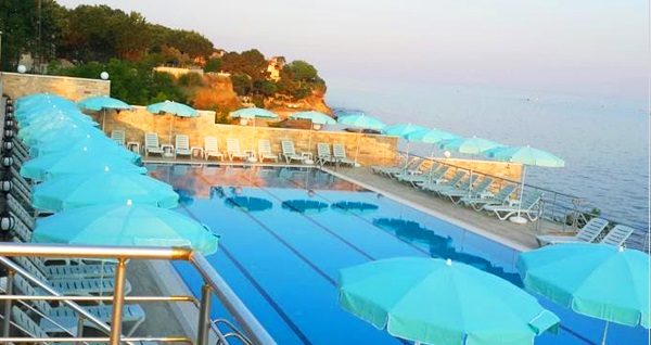 Silivri Selimpaşa Konağı Hotel'de deniz manzaralı havuz keyfi! Günübirlik açık havuz kullanımı ve menü seçenekleri 39,90 TL'den başlayan fiyatlarla! Fırsatın geçerlilik tarihi için DETAYLAR bölümünü inceleyiniz.