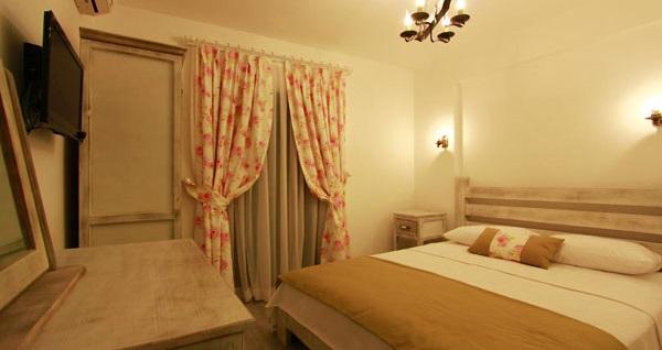 Alaçatı Akşam Sefası Butik Hotel'de çift kişilik 1 gece konaklama seçenekleri 149 TL'den başlayan fiyatlarla! Fırsatın geçerlilik tarihi için DETAYLAR bölümünü inceleyiniz.