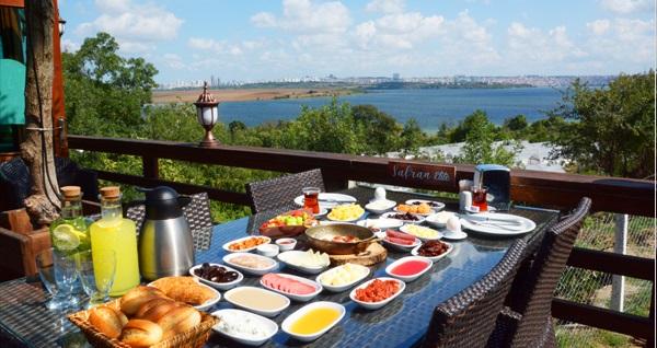 Avcılar Safran Elite Restaurant'ta muhteşem manzara eşliğinde zengin serpme kahvaltı menüsü 39,90 TL! Fırsatın geçerlilik tarihi için DETAYLAR bölümünü inceleyiniz.