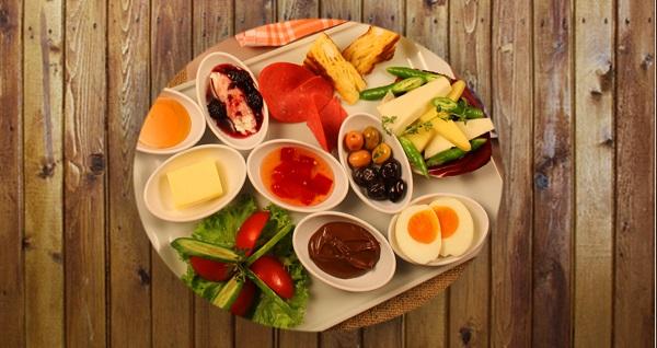 Afraze Cafe'de kişi başı serpme kahvaltı ve kahvaltı tabağı seçenekleri 17,90 TL'den başlayan fiyatlarla! Fırsatın geçerlilik tarihi için DETAYLAR bölümünü inceleyiniz.