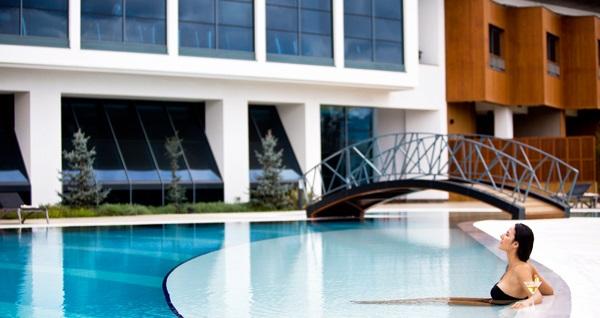 Radisson Blu Hotel & Spa İstanbul Tuzla'da açık havuz kullanımı 139 TL'den başlayan fiyatlarla! Fırsatın geçerlilik tarihi için DETAYLAR bölümünü inceleyiniz.