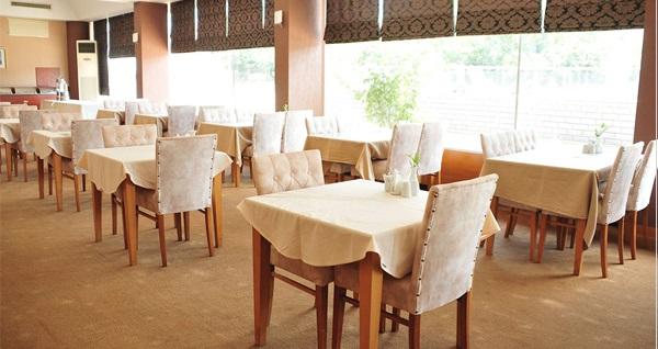Dragos Resort Spa & Restorant Otel'de kahvaltı dahil çift kişilik 1 gece konaklama keyfi 153 TL'den başlayan fiyatlarla! Fırsatın geçerlilik tarihi için DETAYLAR bölümünü inceleyiniz.