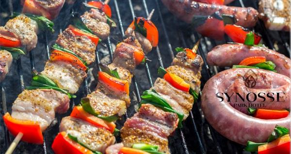 Polonezköy Synosse Park Hotel'de kendin pişir kendin ye veya enfes mangal ve ızgara menüleri 90 TL'den başlayan fiyatlarla! Fırsatın geçerlilik tarihi için DETAYLAR bölümünü inceleyiniz.