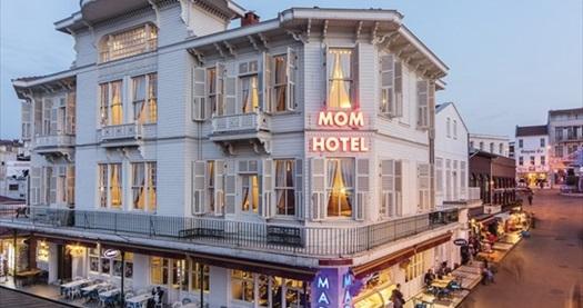 Büyükada Mom Hotel'de kahvaltı dahil çift kişilik 1 gece konaklama 229 TL! Fırsatın geçerlilik tarihi için, DETAYLAR bölümünü inceleyiniz.
