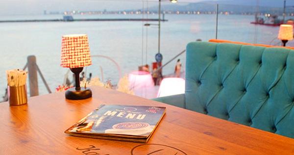 Kahve Deryası Pasaport'ta denize nazır serpme kahvaltı ve özel yapım limonata kişi başı 19,90 TL'den başlayan fiyatlarla! Fırsatın geçerlilik tarihi için, DETAYLAR bölümünü inceleyiniz.