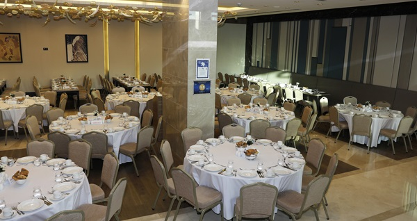 Clarion Hotel Golden Horn Hotel'de birbirinden zengin iftar menüleri 80 TL'den başlayan fiyatlarla! Bu fırsat 6 Mayıs - 3 Haziran 2019 tarihleri arasında, iftar saatinde geçerlidir.