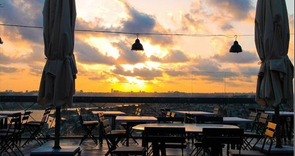 City Terrace Restaurant'ta nostaljik Türkçe müzikler eşliğinde menü seçenekleri 69 TL'den başlayan fiyatlarla! Fırsatın geçerlilik tarihi için DETAYLAR bölümünü inceleyiniz.