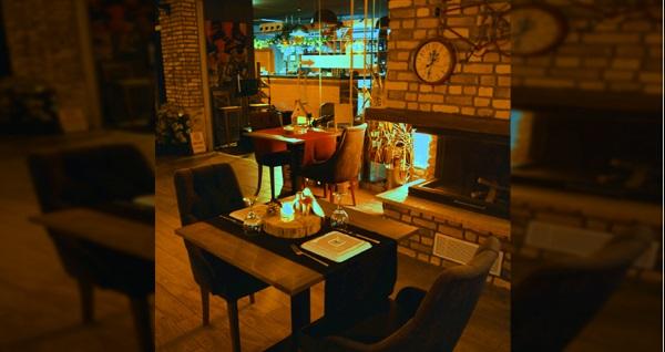 Çayyolu Cosy Wine&Dine Restaurant'ta yerli içecek eşliğinde 2 kişilik romantik akşam yemeği seçenekleri 74,90 TL'den başlayan fiyatlarla! Fırsatın geçerlilik tarihi için, DETAYLAR bölümünü inceleyiniz.