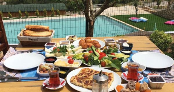 Tomato Bodrum Hotel'in bungalov odalarında kahvaltı dahil 2 kişilik veya 4 kişilik konaklama seçenekleri 219 TL'den başlayan fiyatlarla! Fırsatın geçerlilik tarihi için, DETAYLAR bölümünü inceleyiniz.