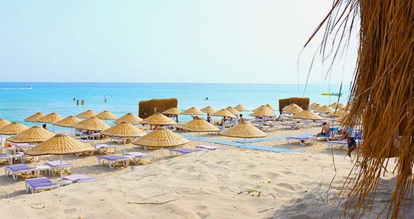 Çeşme Dharma Beach Club'ta meşrubat içeren günlük plaj girişi paketleri kişi başı 50 TL'den başlayan fiyatlarla! Fırsatın geçerlilik tarihi için DETAYLAR bölümünü inceleyiniz.