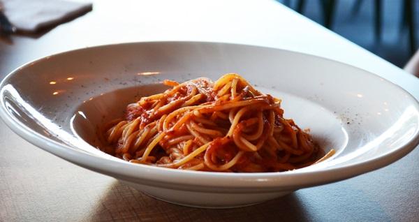 Beşiktaş Petra Lounge'ta öğle ve akşama özel chocokebab eşliğinde spagetti bolonez, tavuk veya köfte menüleri 19,90 TL'den başlayan fiyatlarla! Fırsatın geçerlilik tarihi için DETAYLAR bölümünü inceleyiniz.