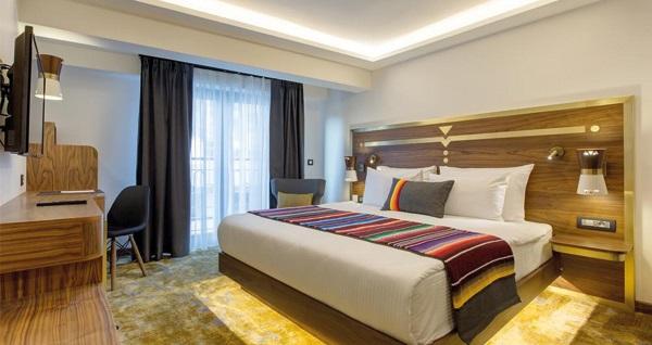 HAY Hotel Alsancak'ta kahvaltı dahil çift kişilik 1 gece konaklama 219 TL'den başlayan fiyatlarla! Fırsatın geçerlilik tarihi için, DETAYLAR bölümünü inceleyiniz.