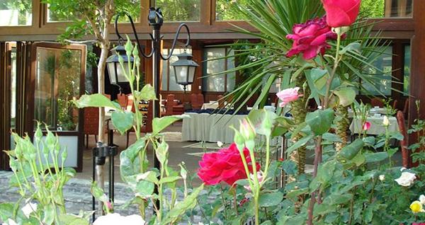 Osmangazi Otantik Club Hotel'de açık büfe kahvaltı ve brunch keyfi kişi başı 29,90 TL'den başlayan fiyatlarla! Fırsatın geçerlilik tarihi için DETAYLAR bölümünü inceleyiniz.