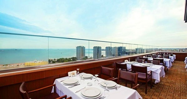 Ataköy Ramada Hotel & Suites By Wyndham İstanbul Hotel'de kahvaltı dahil çift kişilik 1 gece konaklama ve spa kullanımı 600 TL yerine 349 TL! Fırsatın geçerlilik tarihi için, DETAYLAR bölümünü inceleyiniz.