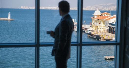 Konak Pasaport Pier Hotel'de farklı oda seçenekleriyle açık büfe kahvaltı dahil tek veya çift kişilik 1 gece konaklama 169 TL'den başlayan fiyatlarla! Fırsatın geçerlilik tarihi için, DETAYLAR bölümünü inceleyiniz.